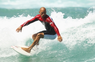 kelly-slater-surfing